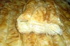 Plăcintă cu cartofi și telemea. Mashed potatos and goat chees pie in the oven.