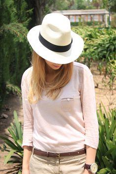 Los Fedora clásico son sombreros tan versátiles y con un diseño tan adaptable que hoy pueden encontrarse de mil maneras y en todas las tiendas, teniendo Fedora de 10 dólares en tiendas de ropa casual, o algunos que pueden llegar a costar hasta 300 dólares en tiendas de alta costura o de grandes diseñadores en todo el mundo.