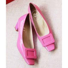 Roger Vivier Decollete Miss D Leather Pumps Pink Miss D, Roger Vivier Shoes, Pink Pumps, Leather Pumps, Footwear, Classic, Closet, Fashion, Zapatos