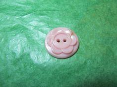 """(1)  7/8"""" FLORAL DECOR COLT PINK PLASTIC 2-HOLE BUTTON - VINTAGE Lot#GB732"""