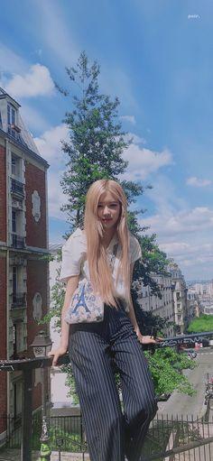 Rosé in Paris Lisa Park, Rose And Rosie, Blackpink Poster, Rose Icon, Black Pink Kpop, Rose Wallpaper, Blackpink Photos, Blackpink Fashion, Jennie Blackpink