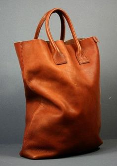 i would find a way to fill this huge but beautiful tan leather bag Diy Sac, Big Bags, Tan Leather, Leather Bags, Leather Totes, Beautiful Bags, Leather Working, Fashion Bags, Tote Bags