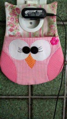Set aside a weekend for these easy crafts to make and sell. These are the projects you need, if you want to start selling! Owl Crafts, Cute Crafts, Crafts To Make, Easy Crafts, Fabric Crafts, Sewing Crafts, Sewing Projects, Pochette Portable, Creation Couture