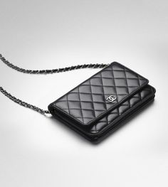 Celebrities who wear, use, or own Chanel Wallet Purse on a Chain. Also discover the movies, TV shows, and events associated with Chanel Wallet Purse on a Chain. Chanel Woc, Chanel Wallet, Chanel Purse, Chanel Handbags, Luxury Handbags, Fashion Handbags, Purse Wallet, Fashion Bags, Leather Handbags