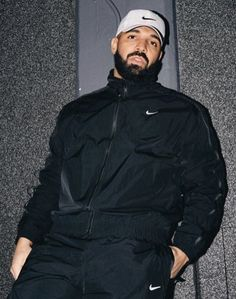 "Drake surprise drops a new song ""War"" and the artist is paying to homage to London on this one. Drizzy uses a UK Drill flow over a UK Drill beat and Drake Fashion, Mens Fashion, Drake Wallpapers, Drake Clothing, Drake Drizzy, Arte Hip Hop, Drake Graham, Aubrey Drake, Manish"
