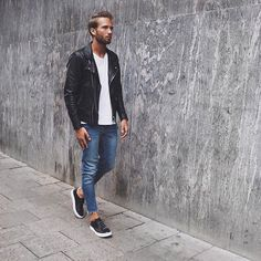 2015-11-20のファッションスナップ。着用アイテム・キーワードは30代, スニーカー, ダブルライダースジャケット, デニム, ライダースジャケット, Tシャツ,etc. 理想の着こなし・コーディネートがきっとここに。| No:131245