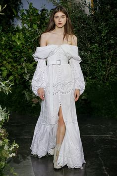 Taking the fashion week runway in New York is designer JONATHAN SIMKAI who for the Spring Summer 2019 collection was massively influenced by his move to California. Casual Day Dresses, Elegant Dresses, Pretty Dresses, Summer Dresses, Runway Fashion, Fashion Show, Fashion Outfits, Fashion Design, Off Shoulder Gown