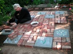 How to build a poured stepping stone and brick patio. Becky Shaul Norris recently documented her patio project for us here at Flea Market Gardening this Spring. Backyard Pool Designs, Backyard Projects, Patio Design, Garden Projects, Pool Landscaping, Backyard Ideas, Garden Design, Patio Diy, Patio Steps