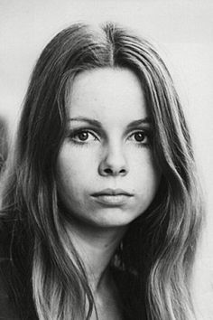 Lalla Ward portrait Lalla Ward: British television actress, debuted on screen in the Hammer Horror Vampire Circus Played Romana II. Angela Jones, Carolyn Jones, Darla Hood, Dana Gillespie, Colleen Camp, Cindy Wilson, Cheryl Hines, Barbara Windsor, Catherine Bach