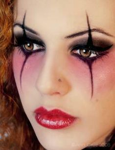 20 Halloween Eye Makeup Ideas - This look in particular is great for Harley Quinn.