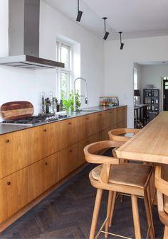 Harmoni i køkkenet Kitchen Room Design, Kitchen Dinning, Home Decor Kitchen, Kitchen Interior, New Kitchen, Dining Area, Home Kitchens, Danish Kitchen, Minimal Kitchen