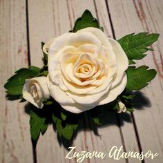 Růžičko+voňavá+-+do+vlasů+Ideální+doplněk+do+vlasů+pro+každou+vílu.+Ručněmodelované+květiny+z+íránského+foamiranu.+Květy+vypadají+téměř+jako+živé.+Růže+jsou+v+barvě+šampaň,+ve+středu+tmavší,+na+okraji+světlé.+Velikost+celého+svazku+je+11+x+7+cm,+průměr+růže+je+5+cm.+Svazek+je+dodáván+bez+bižuterního+komponentu+na+připevnění+do+vlasů.+Jak+je...