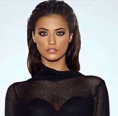 Antonia iacobescu , Romanian singer , wet look, amazing makeup , bronze Hair Color Dark, Dark Hair, Most Beautiful Women, Beautiful People, Diana Moldovan, Model Rock, Wet Look, Up Hairstyles, New Hair