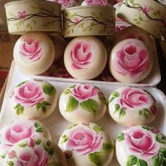 I think this is soap, I love it anyway Painted Rocks, Hand Painted, Christmas Soap, Soap Carving, Decorative Soaps, Soap Recipes, Tole Painting, Handmade Soaps, Home Made Soap