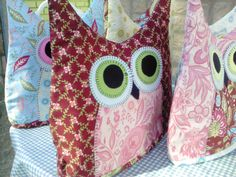 NikkiM has shared a pattern for the most delightful Owl tea cosy on her blog: http://buzyday.com/2013/03/16/owl-tea-cozy/