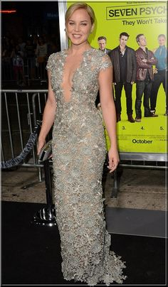 Abbie Cornish Show Her Curves In Low-Cut Lace Gown at Seven Psychopaths Premiere-