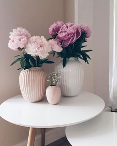 💕 These handmade vases are a great eye-catcher and in every apartment! They are perfectly styled on a side table, a sideboard in the hallway, in the kitchen and best of all in combination with a beautiful bouquet. Deco Baroque, Ad Home, Beautiful Bouquet Of Flowers, Romantic Flowers, Style Deco, Decoration Inspiration, Decor Ideas, Gift Ideas, Scandinavian Living