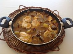 Rape a l'all cremat Patatas Guisadas, Spanish Kitchen, Fish And Seafood, Cheeseburger Chowder, Crockpot, Food And Drink, Soup, Beef, Ethnic Recipes