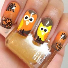 These Thanksgiving nail art ideas range from turkey legs to glittering autumn tones. Get more Thanksgiving nailpolish ideas from Rain Blanken. Owl Nail Designs, Holiday Nail Designs, Fall Nail Art Designs, Thanksgiving Nail Designs, Thanksgiving Nail Art, Seasonal Nails, Holiday Nails, Cute Nails, Pretty Nails