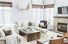 cheminée en pierre dans le salon de style campagne chic moderne