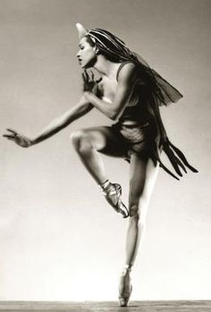 Maria Tallchief - the first Native American ballerina and the first prima ballerina of the New York City Ballet. She would go on to establish 2 ballet companies in Chicago. A trailblazer in so many ways. Sadly, she died at the age of 88 this month Shall We Dance, Lets Dance, Inspiration Artistique, Dance Like No One Is Watching, City Ballet, Dance Movement, Modern Dance, Dance Photos, Dance Art