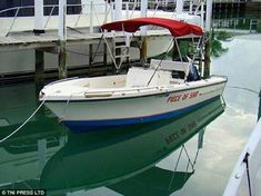 Boat Names Discover 20 Funny Boat Names for People who Love Puns There are two types of boat owners: Those who name their boat something serious and the funny kind who love a good joke or pun. Clever Boat Names, Funny Boat Names, Funny Photos, Best Funny Pictures, Funny Puns, Hilarious, Boat Humor, Love Puns, Cool Boats