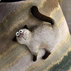 """Купить Валяная брошь """"Кот Жорж"""" - кот, кошка, котенок, брошь, бежевый, коричневый, котик"""