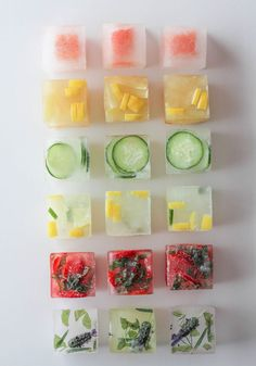 Pep up your drinks with frozen ice cubes with fresh fruit! Think water is boring. Check out some fun ways to punch up the flavor in your glass with these flavored ice cubes! Infused Water Recipes, Fruit Infused Water, Fruit Water, Water Water, Mexican Mac And Cheese, Flavored Ice Cubes, Fruit Ice Cubes, Flower Ice Cubes, Fruit Punch