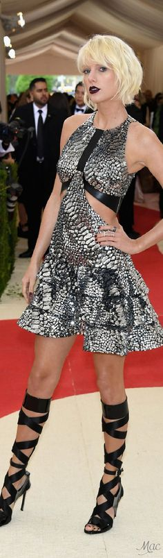 Met Gala 2016: Taylor Swift in Louis Vuitton
