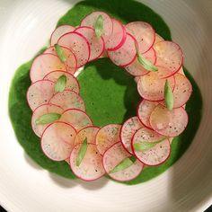 «Soupe d'herbes de mon potager à la burrata pour ce midi.»
