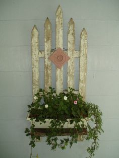 Old Picket Fence Planter - Here I created a unique planter box for my front porch using a piece of old white weathered picket fence. I cut the 5 pieces so they… Front Yard Fence, Farm Fence, Front Porch, Horse Fence, Fence Gate, Fence Landscaping, Backyard Fences, Pool Fence, Garden Fencing