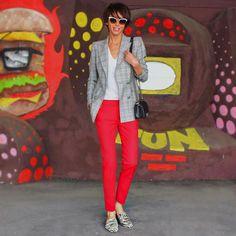 @victoria_solovyeva Blazer com calça vermelha