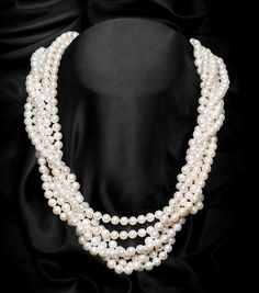 White single strand round freshwater pearl necklace