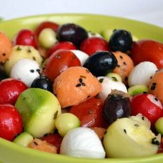 Discover recipes, home ideas, style inspiration and other ideas to try. Mozzarella, Melon Salad, Healthy School Lunches, Cooking Recipes, Healthy Recipes, Healthy Eating Habits, Eat Healthy, Food Inspiration, Salad Recipes