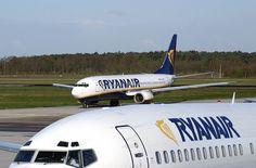 Un aumento delle tasse aeroportuali del 40% ha mandato la compagnia aerea irlandese su tutte le furie: i fondi serviranno a pagare la cassa integrazione degli ex piloti dell'Alitalia. Durissima la ...