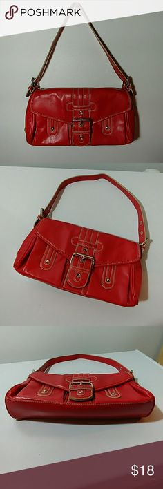 👜Women's Tommy Hilfiger Handbag Up for grabs is this Really Cool Small RED Tommy Hilfiger Handbag. This bag is in very good pre owned condition. Tommy Hilfiger Bags