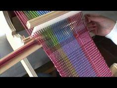 Tejido en telar de mesa cuadrado: técnica básica - YouTube