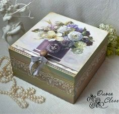 Decoupage Box, Decoupage Vintage, Lace Painting, Painting On Wood, Dyi Decorations, Cigar Box Crafts, Diy And Crafts, Book Crafts, Mod Podge Crafts