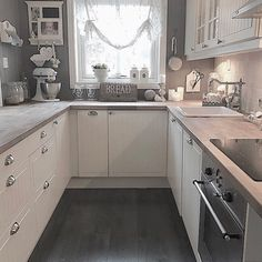 Open Galley Kitchen, New Kitchen, Kitchen Decor, Interior Design Courses, U Shaped Kitchen, Beautiful Home Designs, Kitchen Family Rooms, Küchen Design, Beautiful Kitchens