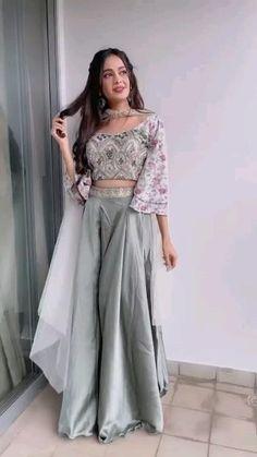 Party Wear Indian Dresses, Designer Party Wear Dresses, Indian Gowns Dresses, Dress Indian Style, Indian Fashion Dresses, Indian Wedding Outfits, Indian Designer Outfits, Indian Outfits, Wedding Dress