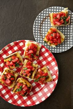 A timeless classic that's perfect for entertaining, bruschetta is given an update when served on sweet, fluffy King's Hawaiian rolls! Hawaiian Sweet Breads, Hawaiian Rolls, Hawaiian Recipes, Kings Hawaiian, Recipes Appetizers And Snacks, Healthy Snacks, Healthy Eating, Healthy Recipes, Party Snacks