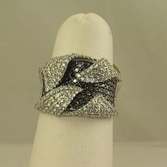 14K white and black diamond fashion ring JJ
