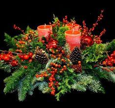 12 pomysłów na nietuzinkowe stroiki bożonarodzeniowe Christmas Tablescapes, Christmas Candles, Outdoor Christmas Decorations, Christmas Centerpieces, Green Christmas, Christmas Time, Christmas Crafts, Christmas Ornaments, Art Floral Noel