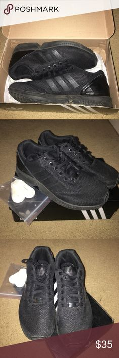 Nuove adidas uomini dimensione nera e grigia con ulteriori lace adidas