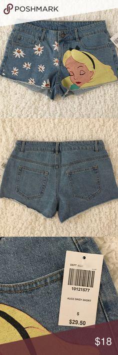 HOT TOPIC DISNEY ALICE IN WONDERLAND Print Shorts NWT! 100% cotton. Hot Topic Shorts Jean Shorts