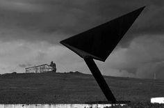 """Gibellina, Giuseppe Spagnulo, Scultura,""""La freccia visibile sul territorio"""" 1974"""
