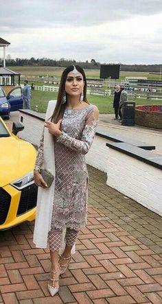 Design dresses bollywood 63 new ideas Dress Indian Style, Indian Dresses, Indian Outfits, Eid Outfits, Pakistani Dresses, Pakistani Couture, Pakistani Dress Design, Indian Attire, Indian Wear