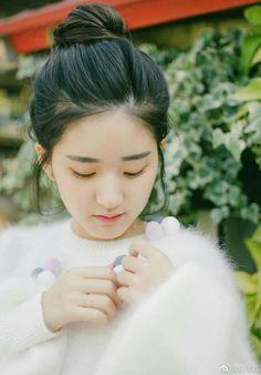 Korean Girl Photo, Cute Korean Girl, Cute Girl Photo, Hair Up Styles, Beautiful Chinese Girl, Girly Pictures, K Idol, Girl Photography Poses, Ulzzang Girl