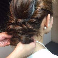 ねじり+くるりんぱでできる☆ちょっと清楚なまとめ髪のやり方|@cosme(アットコスメ)