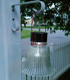 Ceiling fan glass globe solar lights are so easy and inexpensive. Best Picture For Solar light cra Diy Solar, Solar Light Crafts, Rustic Lighting, Outdoor Lighting, Lighting Ideas, Garden Lighting Diy, Outdoor Lamps, House Lighting, Office Lighting
